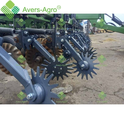 Row cleaner for Great Plains 2000 seeder monodisc right